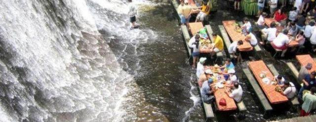 Ristorante nella cascata  - Filippine
