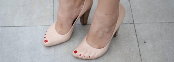 Scarpe a forma di piede