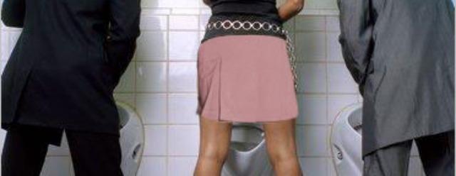 Urinare in piedi