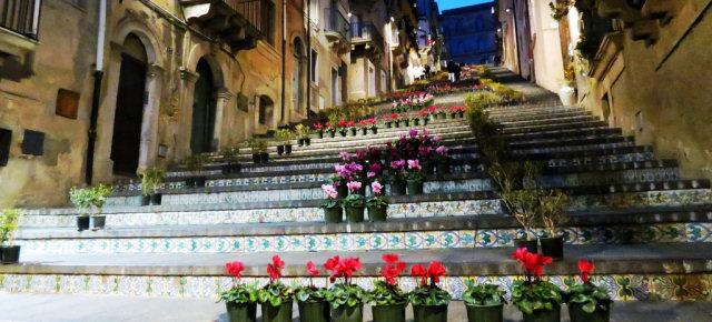 Scalinata decorata con fiori, Caltagirone - Sicilia