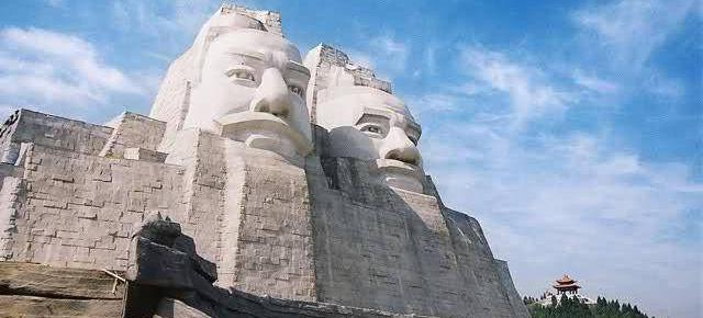 Statue degli Imperatori Yan Di e Huang Di, Cina