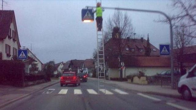Cambiare un cartello stradale