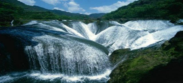 Pearl Shoal Waterfall, Cina