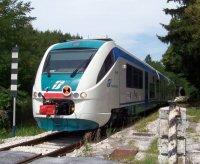 Parcheggia il treno e fa la spesa