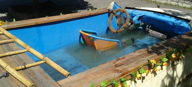 Costruisce una BMW con piscina