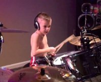 Genio della batteria a 6 anni