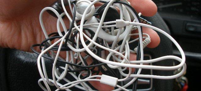 Ecco perchè i cavi delle cuffie si annodano