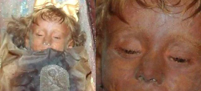 La mummia bambina che apre gli occhi