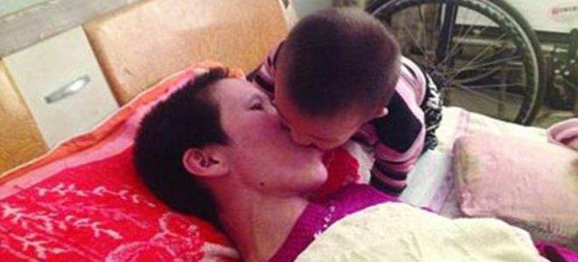 Bambino risveglia la mamma dal coma