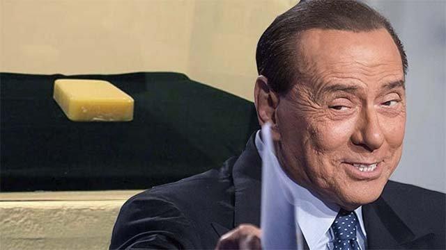 In un museo la saponetta fatta col grasso di Berlusconi