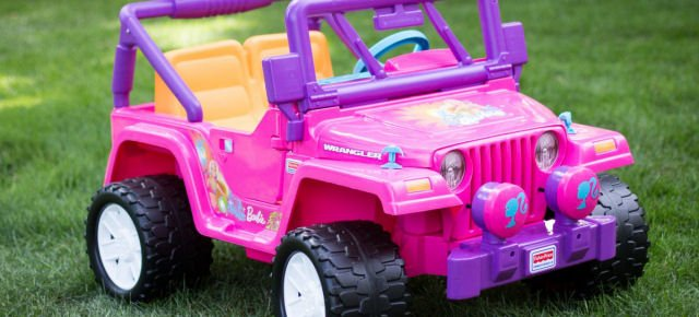 Polizia multa l'auto giocattolo di Barbie