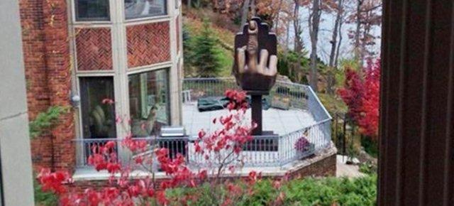 Una scultura per vendicarsi della ex moglie