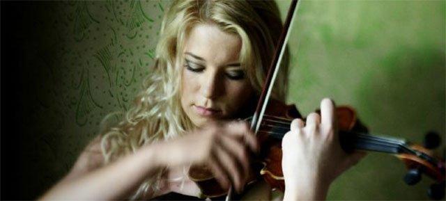 Suona il violino per calmare un orso