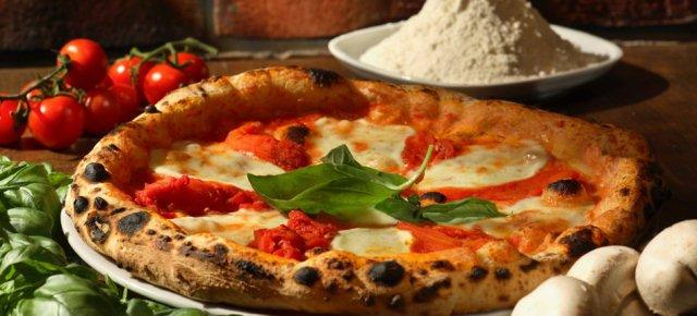 Sfonda la vetrina ed ordina una pizza