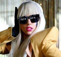 Lady Gaga sputa sui suoi fan