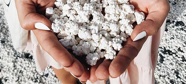 La spiaggia che sembra fatta di popcorn