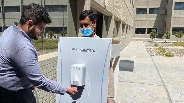 Azienda usa dipendente come disinfettante umano