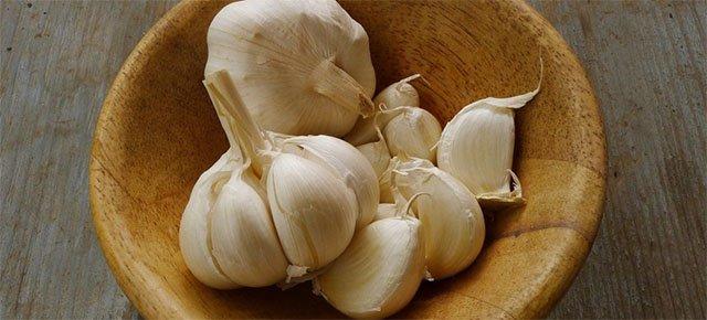 Mangiare aglio migliora l'odore corporeo