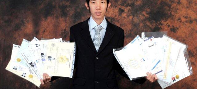 Studente prende 19 lauree in 13 anni