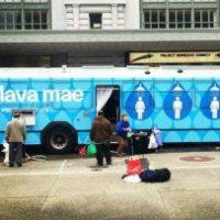 Autobus trasformati in docce per senzatetto