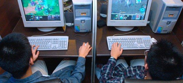 Si taglia la mano per non usare il computer