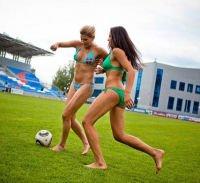 In bikini per attirare tifosi