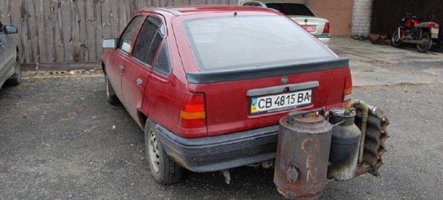 Contro la crisi ecco l'auto che va a legna