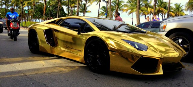 Lamborghini d'oro a Parigi