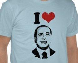 A scuola con la maglia di Berlusconi