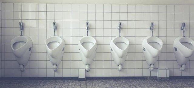 Trova l'amore chiamando un numero in bagno