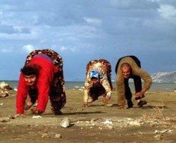 La famiglia turca che cammina a 4 zampe