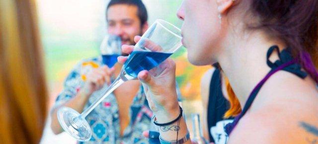 Creato il primo vino di colore blu