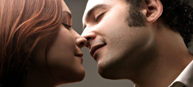 Le donne danno più baci durante il ciclo