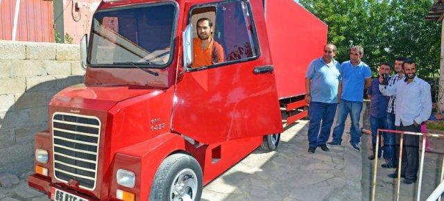 Ha costruito un camion con le sue mani