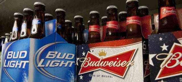 Affronta le fiamme per salvare la birra