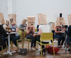 Appuntamenti al buio con sacchetti in testa
