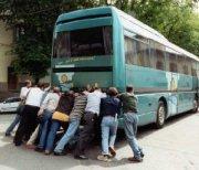 Rubano il bus per tornare a casa