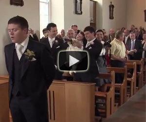 Lo sposo accoglie la sua futura moglie in modo meraviglioso