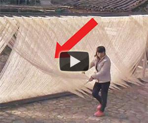 Ecco come vengono preparati gli spaghetti cinesi