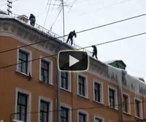 Togliere il ghiaccio dai tetti