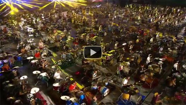 1000 musicisti suonano Smells Like Teen Spirit dei Nirvana