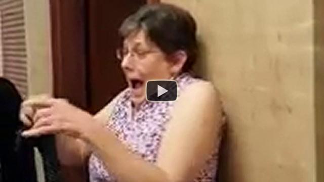 Adottano una bimba senza dire niente alla nonna, ecco la reazione