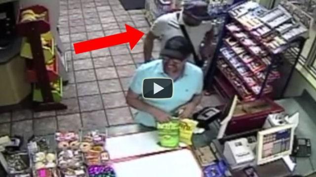 Ecco come i ladri fanno a clonare le carte di credito in un negozio
