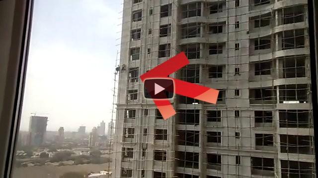 In India gli operai che costruiscono un palazzo lavorano così...