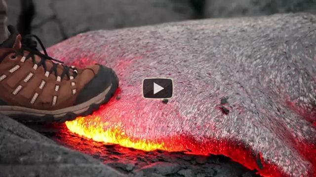 Ecco cosa succede se si mette un piede sulla lava