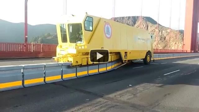 Ecco come spostano le barriere autostradali in pochi minuti
