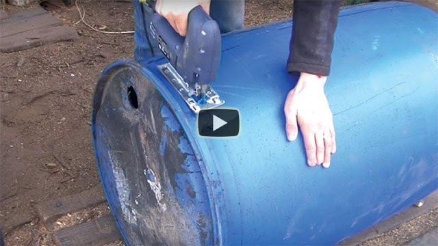 Ecco come riesce a trasformare un bidone in uno splendido lettino