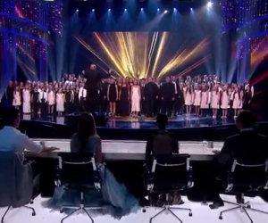 160 persone salgono sul palco, tutto lo studio resta senza parole