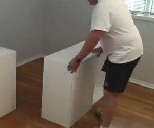 Costruisce qualcosa di geniale per la figlia con 7 scaffali IKEA