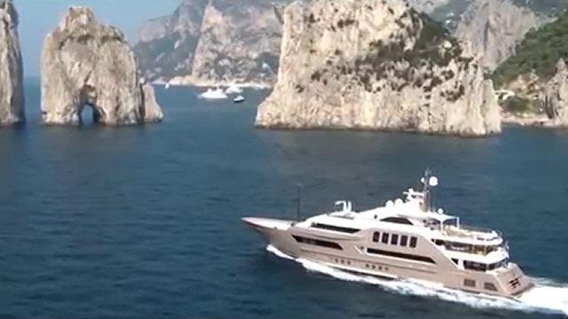 A bordo di uno degli yacht pi lussuosi al mondo che for Il canotto a bordo degli yacht